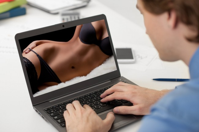Внимавај вирус: Камерата на компјутерот автоматски ве снима додека гледате порно