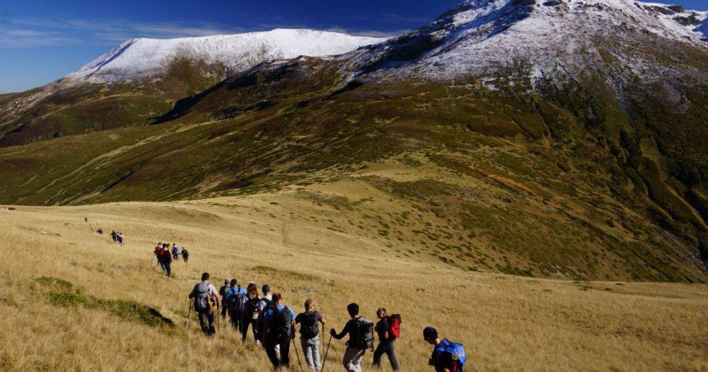 Шеесетина планинари на летното искачување на Титов врв