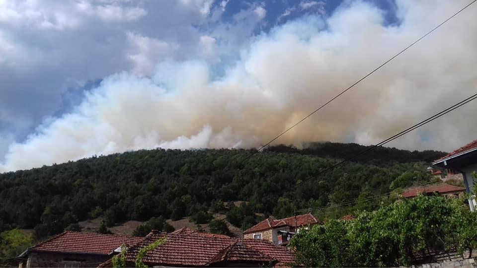 Пожар над селото Велмеј, црковната камбана ги предупреди селаните