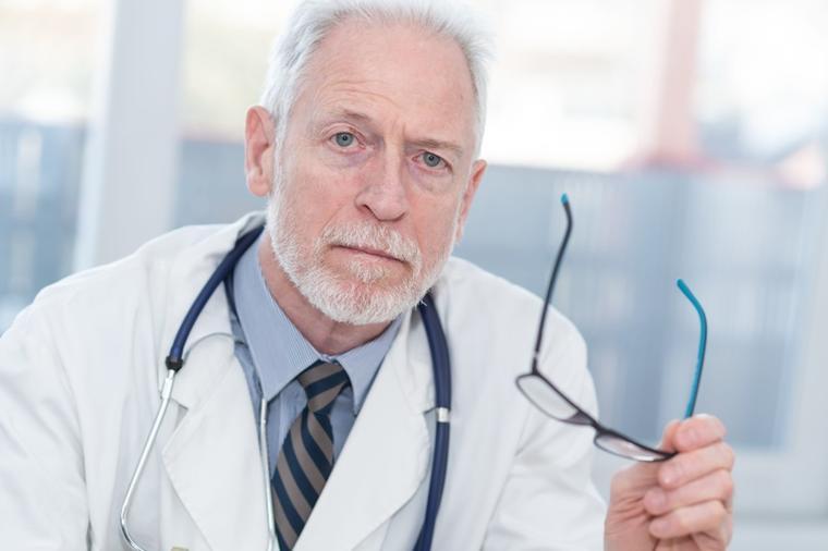 Академикот и неврохирург Смејанович (81) по 3.000 операции открива: Ова е најлошо нешто за мозокот