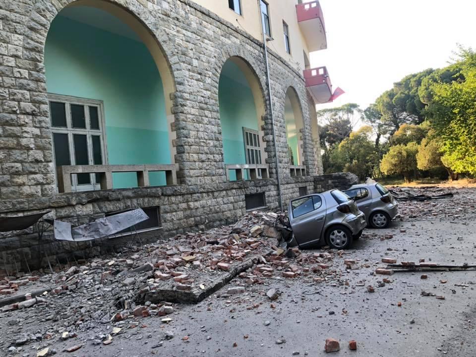 Еди Рама се враќа од половина пат кон Њујорк, 40-тина повредени во земјотресите со над 7 степени според Меркалиевата скала