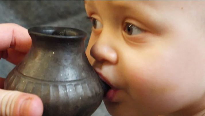 ДЕТСКИ ГРОБНИЦИ ВО ГЕРМАНИЈА СТАРИ 7000 ГОДИНИ: Откриени бебешки шишиња за хранење со цуцла!