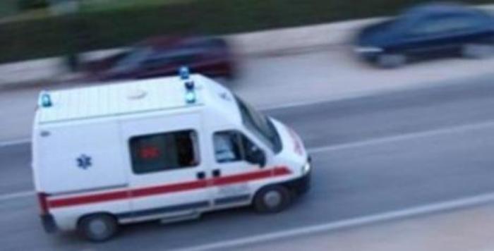 Маж во бессозание лежел крај автопатот кон Куманово, итно пренесен на Клиника