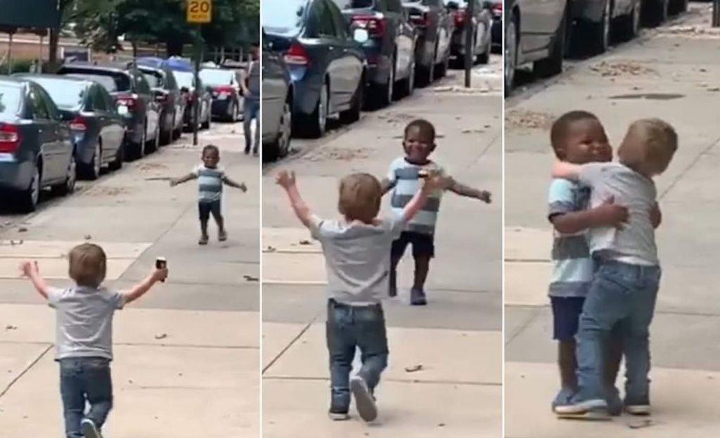 Двегодишни другарчиња силно се прегрнуваат откако биле разделени само два дена (ВИДЕО)