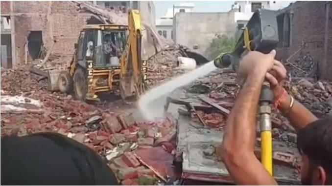 Индија: 23 лица загинаа во експлозија во фабрика за пиротехника