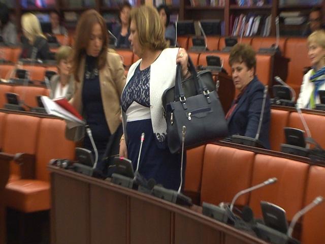 СОБРАНИЕ: Комисјата едногласна Јанева да се разреши од СJО, а пратениците со бадентерово гласање треба да ја потврдат одлуката