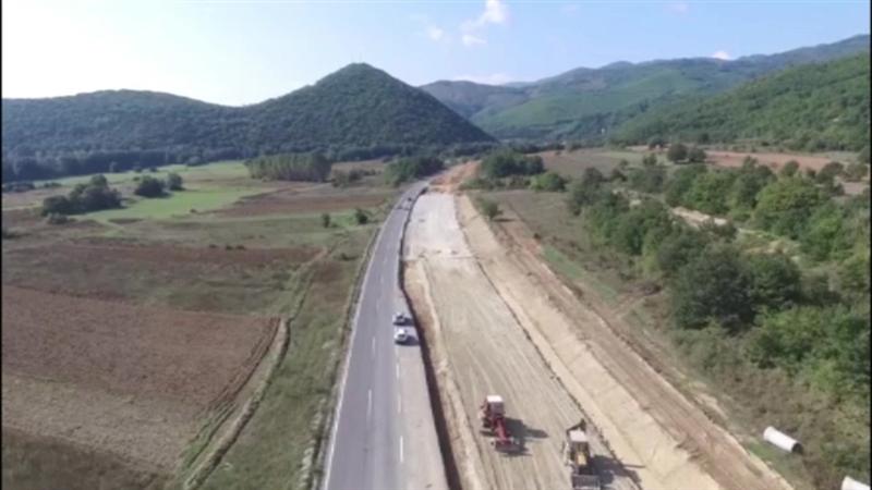 Поради минирање, сообраќајот Кичево-Охрид кај Пресека со прекин по 11 часот