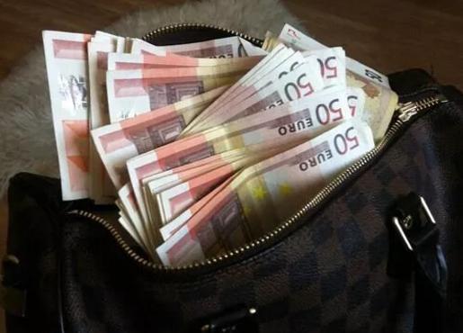 ВМРО-ДПМНЕ: Заев и СДСМ не дефокусирајте, кажете каде е торбата Луј Витон полна со евра