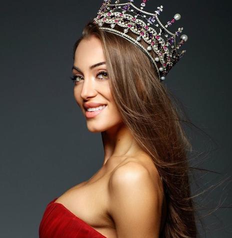 Неверојатни јога пози на новата Мис на Украина (ФОТО+ВИДЕО)