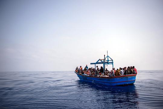 Егејско Море: Албански воен брод спаси 111 илегални мигранти
