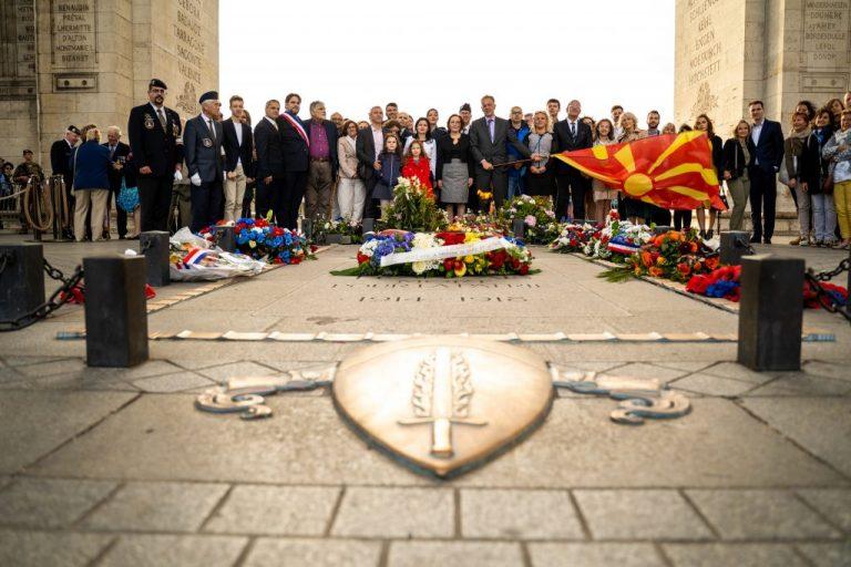 ЦЕРЕМОНИЈА ВО ПАРИЗ: Разгорување на вечниот оган за Денот на независноста на Македонија