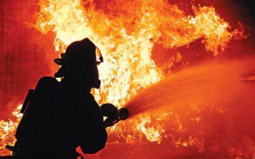 Трагичен пожар во Русија: Во станбена зграда во Краснојарск изгореа 8 лица, меѓу кои 4 се деца
