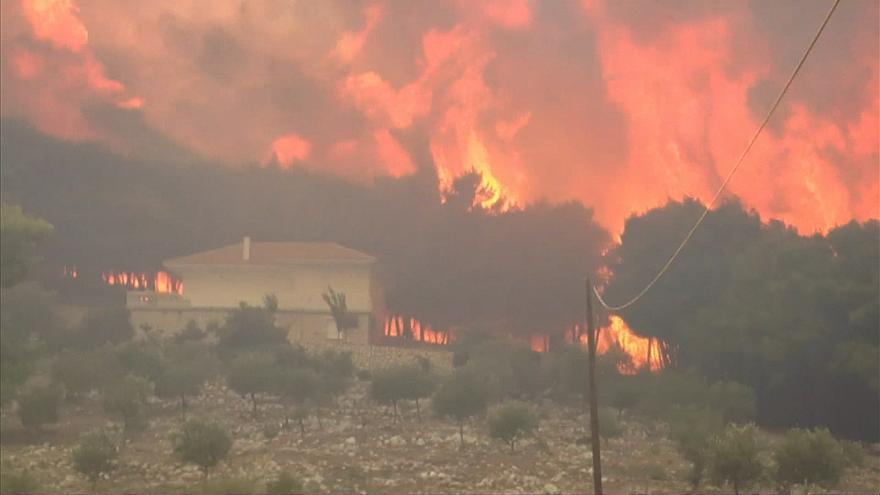 Голем пожар во атарот на росоманското село Паликура