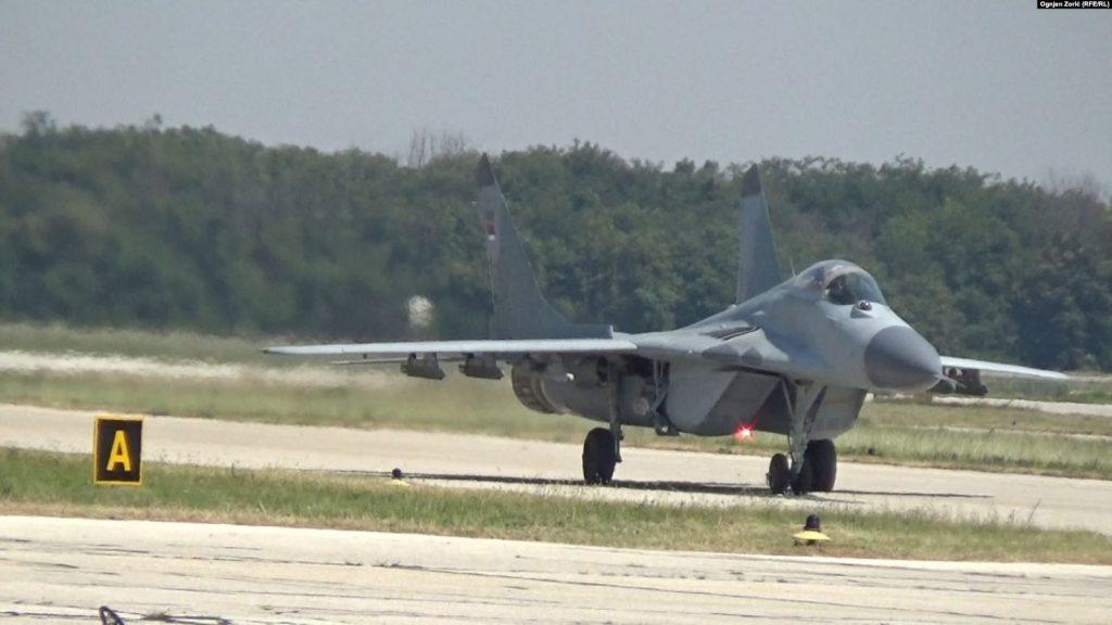 Словачка: Се урна воен авион, пилотот се катапултирал