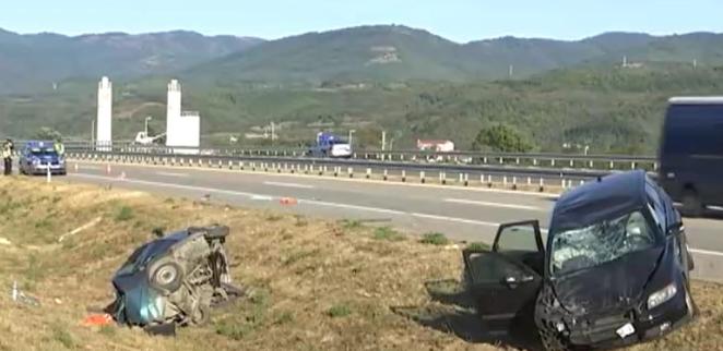 Купиле автомобил во Холандија, се судриле кај Врање, двајца Македонци повредени, едно лице загина