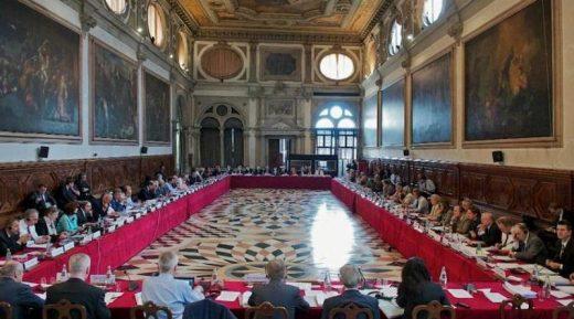 МИНИСТЕРСТВО ЗА ПРАВДА: Не го коментираме мислењето на Венецијанската комисија за Законот за јазиците додека не стане официјално