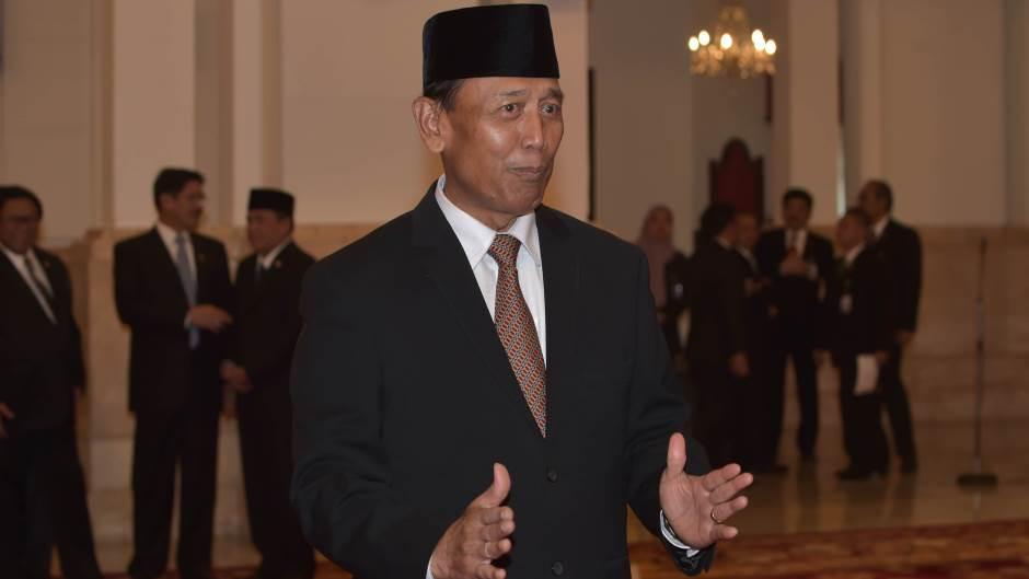 Индонезија: Нападнат со нож министер за одбрана