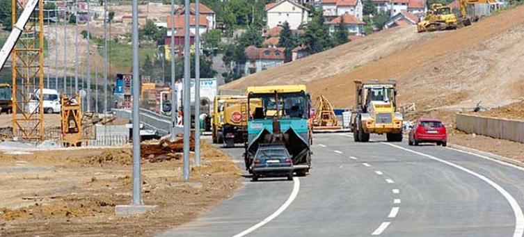 ВМРО-ДПМНЕ: Зоран Заев 3 години потроши во лаги за автопатот кој е оставен како што го најдоа