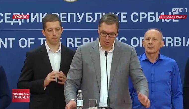 """КОЛКУ ВАКВИ ИМА КАЈ НАС: Погледајте како извесен Ѓуриќ е на штрек за ракоплескање на """"шефот"""""""