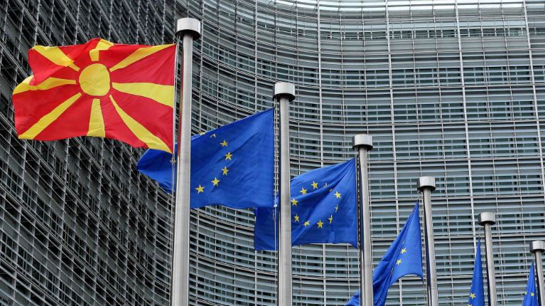 ЕУ: Брисел е фрустриран од Софија поради блокадата на Скопје оти ја кочи и Тирана