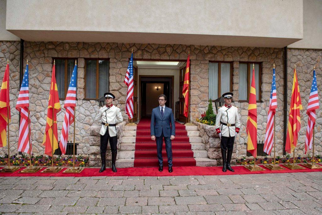 ПЕНДАРОВСКИ ЗА НАТО И НА АЛБАНСКИ: Faleminderim ShBA-së për Ratifikimin e Protokollit