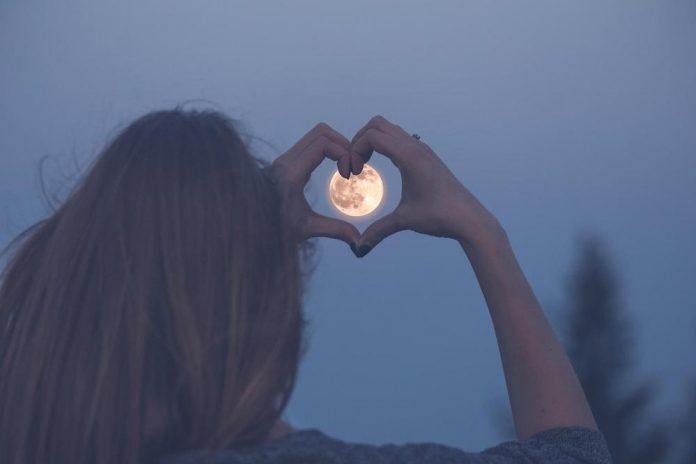 Астрономски календар: За романтичарите зајдисонце во 17:54 и полна месечина од 19:02 часот