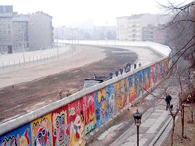 Три децении од падот на Берлинскиот ѕид: Поделби и неизвесност