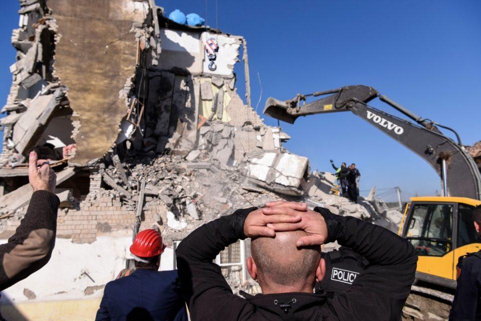 Албанија: По земјотресот се уште во шатори се сметени над 10.000 лица