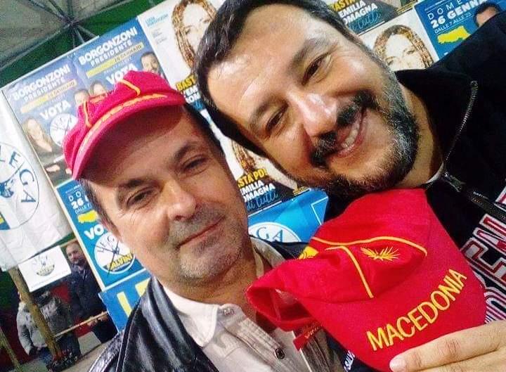ПОДАРОК ОД МАКЕДОНЕЦ: Салвини доби капче со Сонцето од Кутлеш и името Македонија