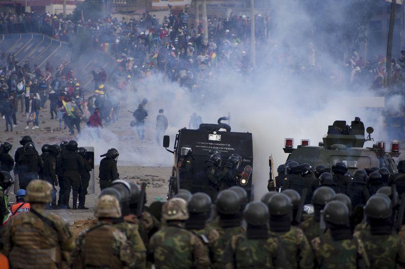 """ПО ПУЧОТ, ДОЈДЕ """"ЖИВОТ"""" И ВО БОЛИВИЈА: Пет луѓе, приврзеници на Моралес, убиени од војската и полицијата"""