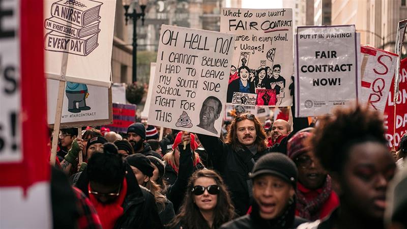 Заврши штрајкoт на наставниците во Чикаго, платите пред штрајкот им беа меѓу 55 и 70 илјади долари годишно