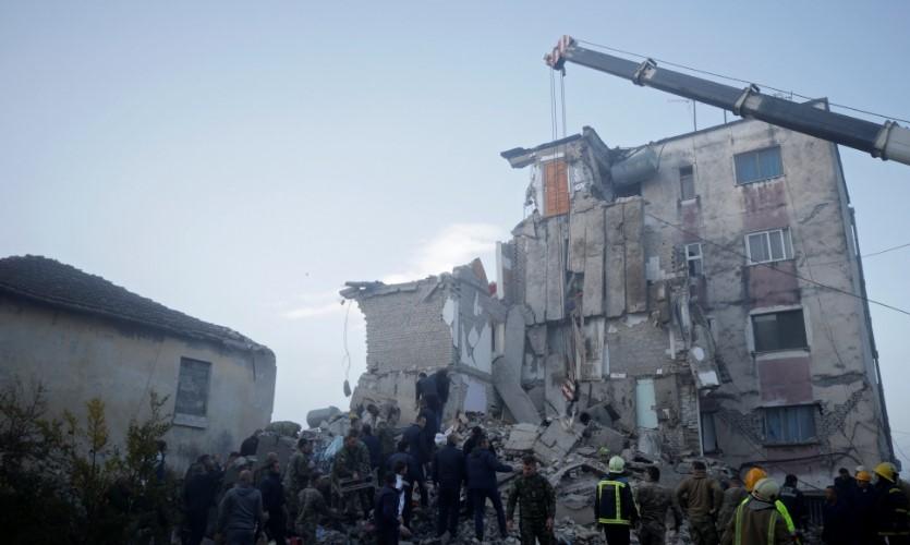 АЛБАНИЈА: Децата кои скокнаа од тераса за да се спасат, се запознаа со Роналдо и Буфон