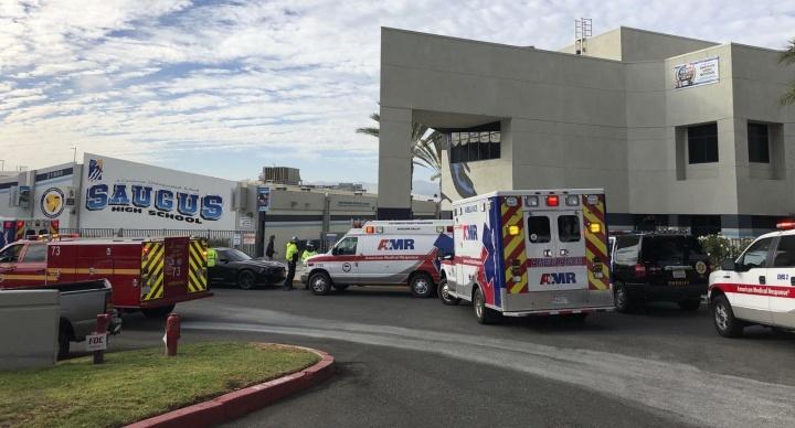 КАЛИФОРНИЈА: Едно лице загина, двајца во критична состојба по пукање во средно училиште!