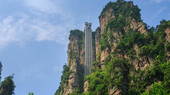 Највисокиот лифт на светот е 326 метри и е во Кина