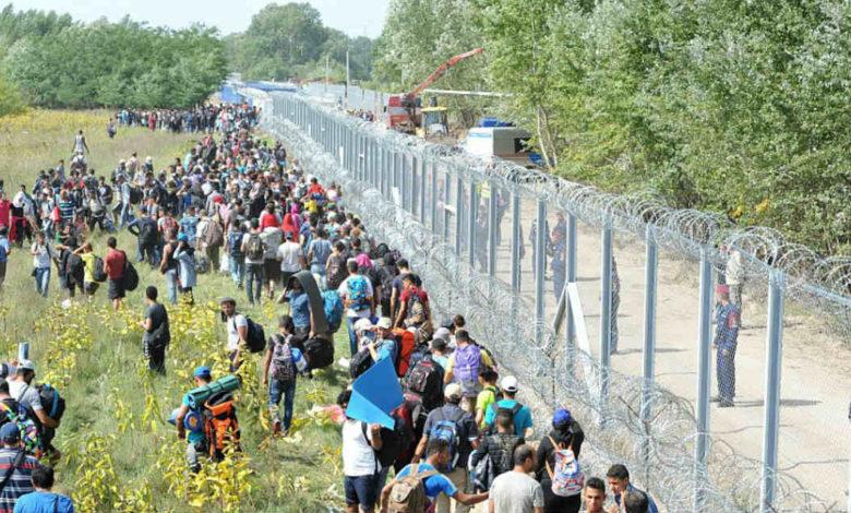 ВЛАДА: Се воведува кризна состојба поради наплив на мигранти во делови од Македонија