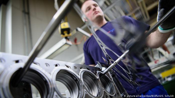 Германија: Најголемата европска економија за влакно се спаси од рецесија