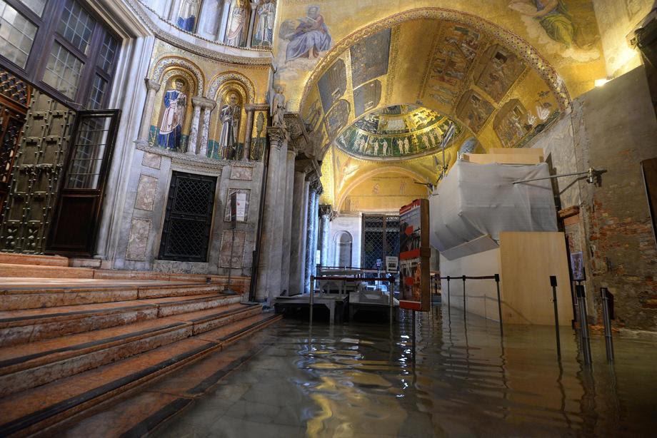 (ФОТО) Катастрофата со Венеција и базиликата Св. Марко продолжува