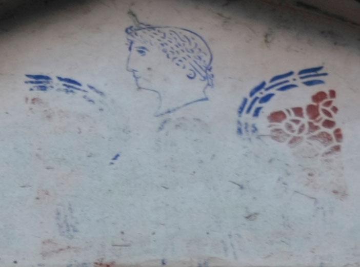 (фото) ВЛАСТА НЕМОЌНА ПРОТИВ СОНЦЕТО ОД КУТЛЕШ: Александар Македонски на фасада од куќа во демирхисарско Велмевци од 1911 година