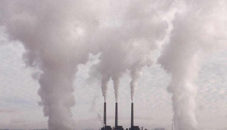 МЛАДИТЕ БИТОЛЧАНИ НА ПРОТЕСТЕН МАРШ: Доволно ни е од дишење отровен воздух!