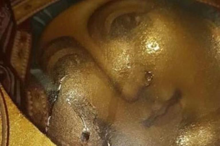 """МИРОТОЧЕЊЕ ВО ХРАМ ВО ЦРНА ГОРА: Мајка Богородица """"заплака"""" на икона во црква во Бар"""