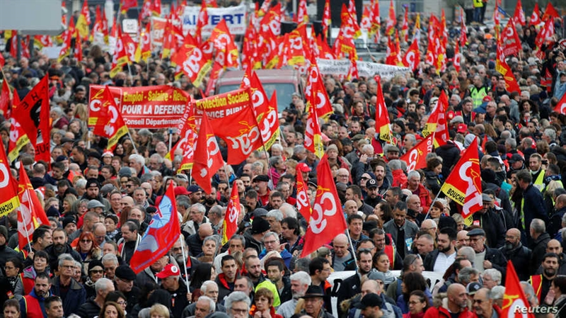 Франција: Поради пензиските реформи на Макрон исклучена струјата на пазарот Рунжи