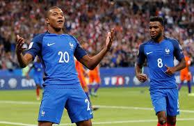 Франција со закон забрани фудбал на 5 мај