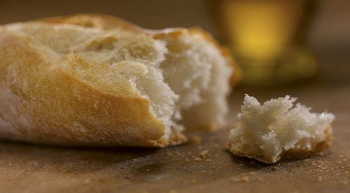 Црногорската Влада ја ограничува цената на лебот, ќе дели социјални бонови и масло за јадење