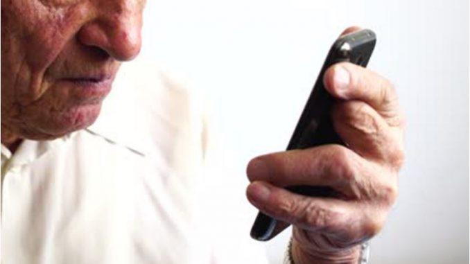 """Јапонски """"терорист"""": Уапсен пензионер кој 24.000 пати се јавил на бесплатен телефон за жалби"""