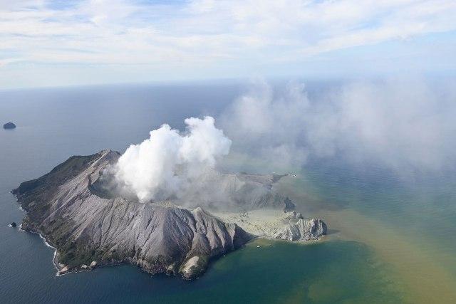 Бројот на загинати во ерупцијата на Белиот остров се зголеми на 15