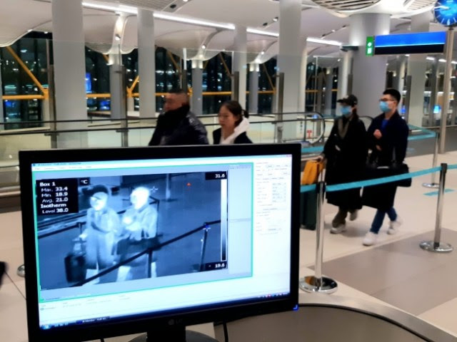 МЕРКИ ПРОТИВ КОРОНАВИРУСОТ: Термална камера ги скенира патниците на аеродромот во Скопје