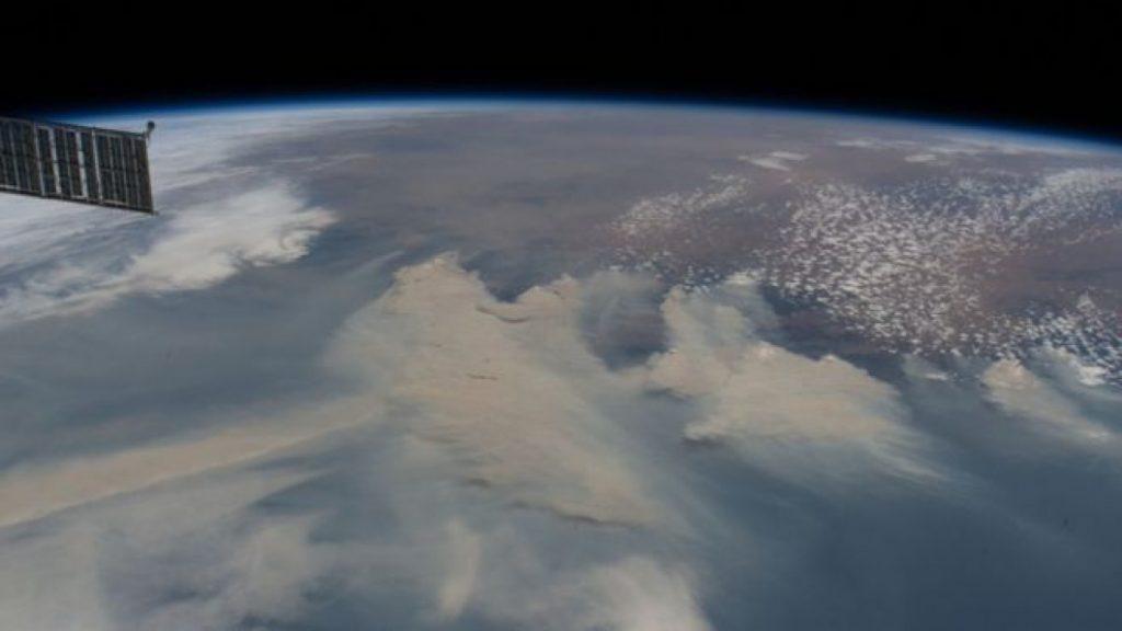 НАСА: Чадот од пожарите во Австралија го обиколи светот и се врати од каде што тргна