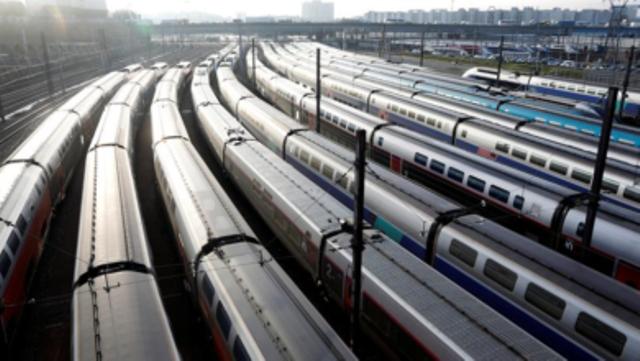 Заврши штрајкот во париското метро и државната железница во Франција