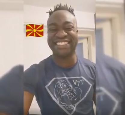 """(видео) НЕОБИЧНА ИЗВЕДБА: Црномурест пејач ја поздравува Македонија со """"Ја излези Ѓурѓо"""""""