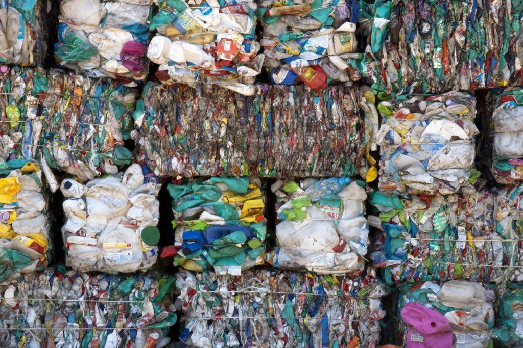 РСЕ: За две години Македонија увезла 10 пати повеќе отпад од сопствениот, најмногу од Бугарија, но и од ЕУ и од Арапските Емирати